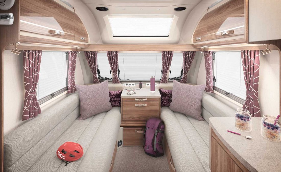 [INT]-Challenger-645-Front-Lounge-[SWIFT]